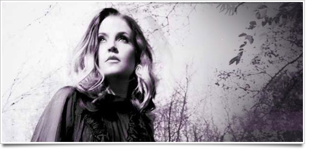 Lisa-Marie-Presley-at-Westbury-Music-Fair